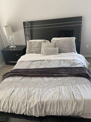 Queen bedroom set for Sale in Hilliard, OH