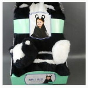 ANIMAL HUGS COLLECTION.......2 PIECES.....BLANQUET AMD STUFFED ANIMAL.....BRAND NEW for Sale in Kissimmee, FL