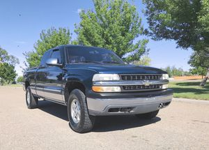 00 Chevy Silverado 4x4 Cab for Sale in Columbus, OH