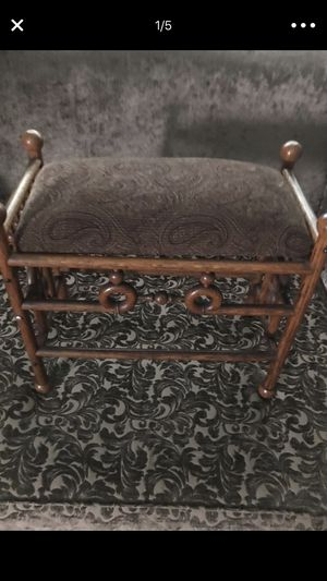 Antique wood chair very good condition. for Sale in Los Angeles, CA
