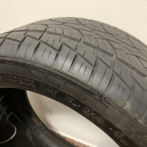 305/40/22 Tire for Sale in Vancouver, WA