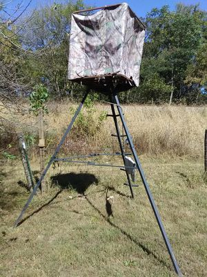 21Foot Camo Tripod Free standing Tree Stand for Sale in Elliston, VA
