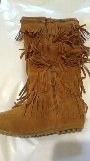 Shoes of soul - women's midcalf faux suede moccasins flat 5 layered fringe with side zipper. Tan color size 8. Never been worn. for Sale in Forsyth, GA