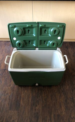 Rubbermaid Wheeled Cooler for Sale in Dallas, TX