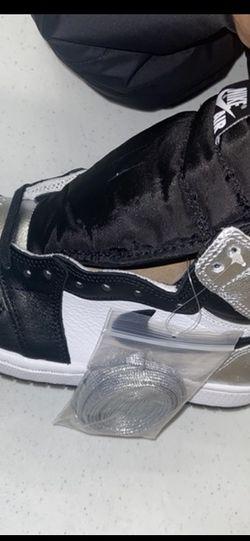 Jordan Retro 1 WMNS silver toes Size 6.5 for Sale in Union,  NJ