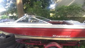 Bayliner boat and trailer whith titel for Sale in Everett, WA