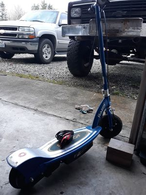 Razor electric scooter for Sale in Spanaway, WA