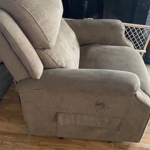 Recliner Chair for Sale in Tacoma, WA