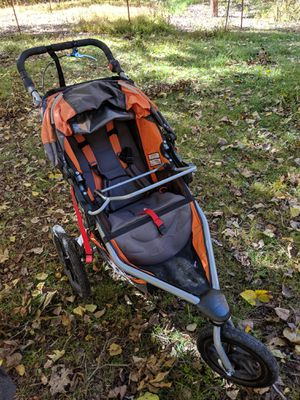 BOB Flex Pro with Chico carseat AND attachment. for Sale in Fayetteville, AR
