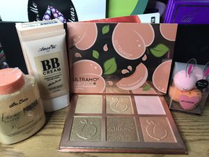 Maquillaje/makeup for Sale in Dallas, TX