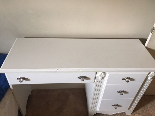 White desk small very sturdy
