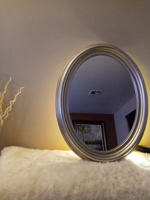 Vintage classic oval gold mirror for Sale in Indio, CA