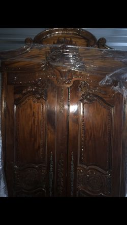 Antique Armoire Beautiful Scroll for Sale in Las Vegas,  NV