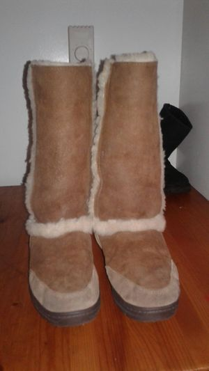 Size 8 chestnut uggs for Sale in Portland, OR
