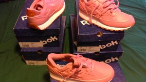 Reebok classic for ladys for Sale in Cleveland, OH