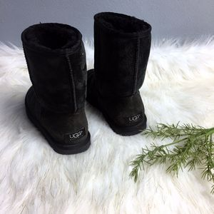 Classic short uggs women's size 7 for Sale in Olympia, WA