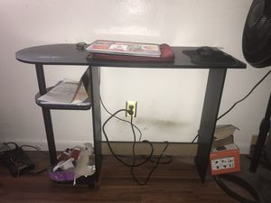 Small desk for Sale in Saint Petersburg, FL