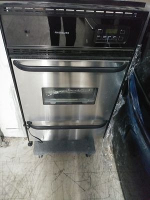 Frigidaire gas wall oven for Sale in Riverside, CA