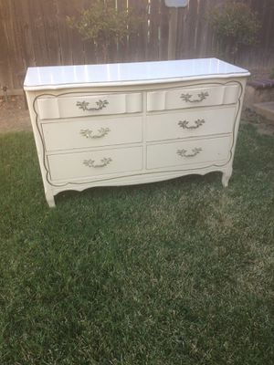 Selling a vintage 6 drawer dresser and mirror for Sale in Corona, CA