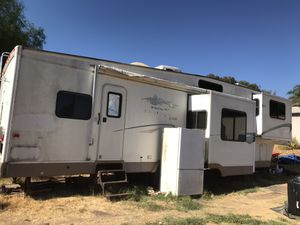 Travel trailer/fifth wheel 2004 Fleetwood Wilderness AX6 for Sale in Wildomar, CA