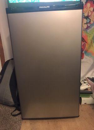 Mini fridge, brand; Frigidaire for Sale in Kalamazoo, MI