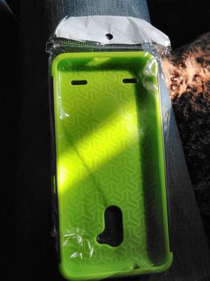 V6 phone case new for Sale in Riverside, CA