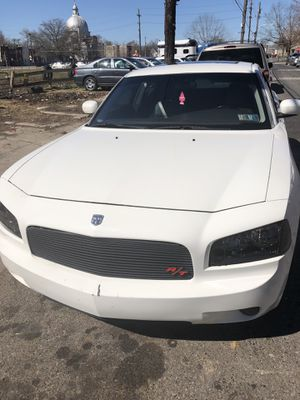 05 Dodge Charger parts car good motor and trans for Sale in Philadelphia, PA