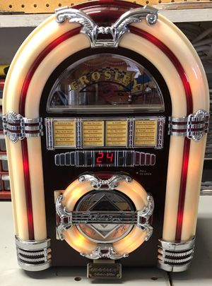 Really Cool Looking/Sounding Crosley Collector's Edition CD/Radio Player for Sale in Las Vegas, NV