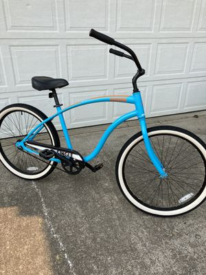 Awesome beach cruiser bike. Aluminum frame for Sale in Hubbard, OR