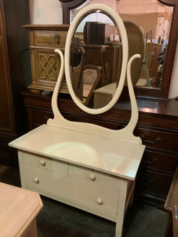 Nice Creme Colored Vanity Dresser - Delivery Available for Sale in Tacoma,  WA