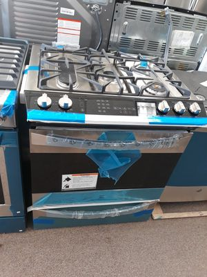 Kenmore Elite stainless steel slide in stove gas top and Electric oven brand new for Sale in Maryland City, MD