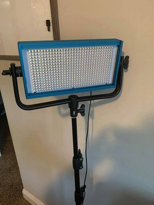 Dracast LED500 Pro Tungsten LED Light with V-Mount Battery Plate + stand for Sale in Nashville, TN