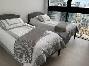 Bedroom for Sale in Miami, FL