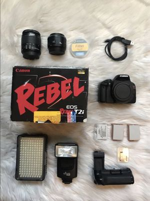 Canon T2i w/ Extras for Sale in San Diego, CA