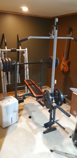 Bench set, LAT pulldown, leg press all in one with 150lbs in weights for Sale in MIDDLEBRG HTS, OH