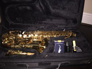 Saxophone (comes with kit) for Sale in Richmond, TX