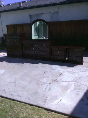 Nice Dresser Set for Sale in Fresno, CA