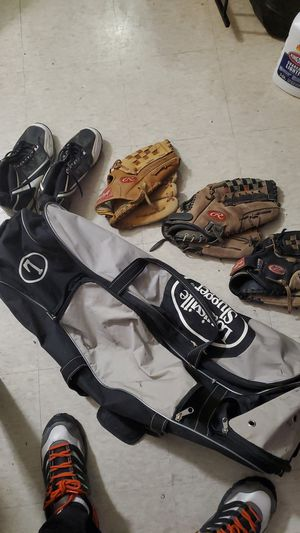 Louisville Slugger Baseball Duffle and Gloves for Sale in Brooklyn, NY