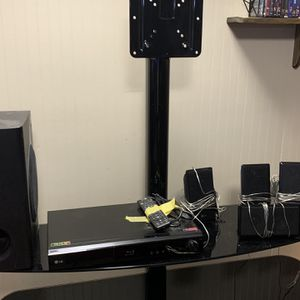 LG Blu-ray Surround Sound System for Sale in Brunswick, OH