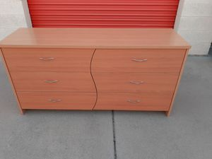6 DRAWER DRESSER for Sale in Colton, CA