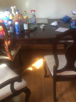 Dining Table w/ Leaf; seats Up 8 people; 6 Chairs included for Sale in St. Louis,  MO