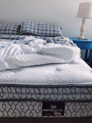 King-size Sertapedic mattress/box spring for Sale in Nashville, TN