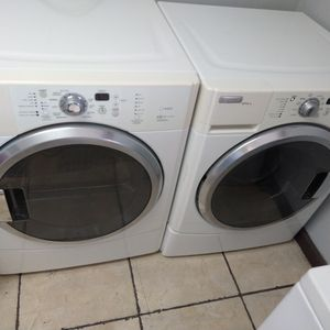 Full Capacity Front Load Washer And Dryer Set for Sale in Pompano Beach, FL