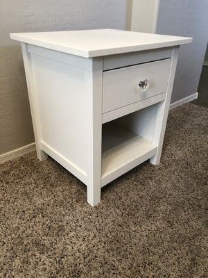 Gorgeous PURE WHITE nightstand with drawer for Sale in Gilbert, AZ