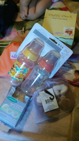 FREE BABY BOTTLES ,BREAST PADS WASHABLE NEW NEVER USED AND OTHER STUFF SERIOUS PEOPLE ONLY for Sale in Compton, CA