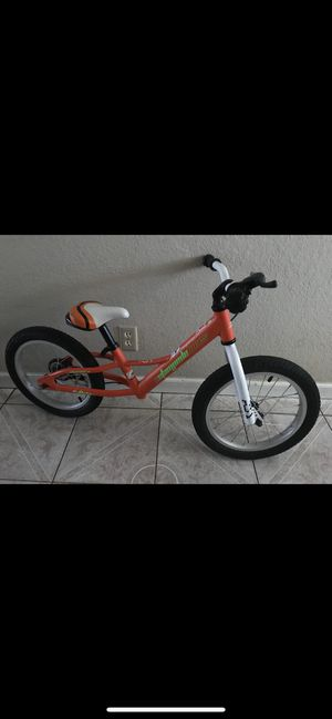 Training bike for kids $20 NO PEDDLES for Sale in Salinas, CA