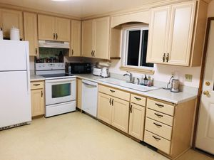 Kitchen cabinets,kitchen island for Sale in Auburn, WA