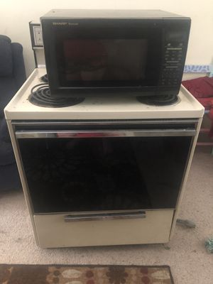 Stove & microwave for Sale in Broomfield, CO