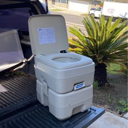 Camco Portable Toilet for Sale in San Diego,  CA