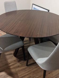 Smart Furniture Saloom Designer Kitchen Table And Chairs for Sale in Culver City,  CA